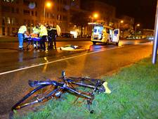 Auto rijdt door na botsing, fietser zwaargewond
