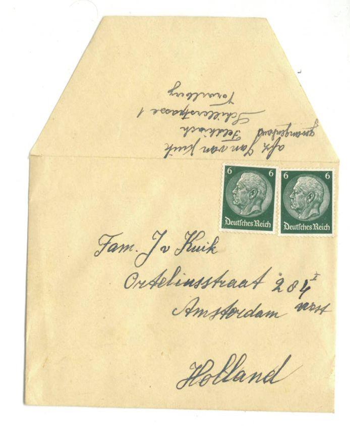 De envelop van een brief die Jan van Kuik vanuit de gevangenis aan zijn familie schreef. De brief is nooit verstuurd en werd pas drie jaar geleden door Gijs Berendse in een archief teruggevonden.
