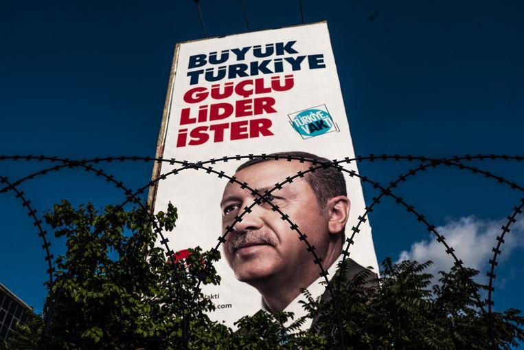 Verkiezingsposter in Istanbul. Beeld Joris Van Gennip