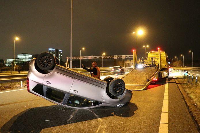 De auto sloeg over de kop.