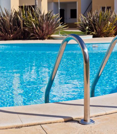 Toeristen redden Nederlandse dreumes uit zwembad op Mallorca