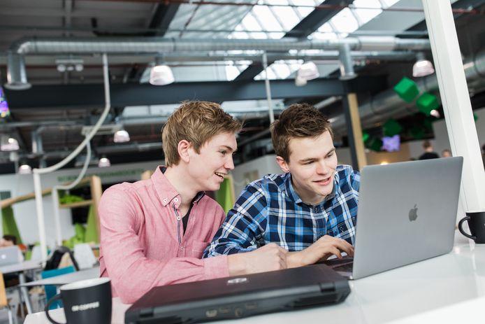 Jeugdvrienden en compagnons Bas Buursma en Ives van Hoorne, oprichters van CodeSandbox.