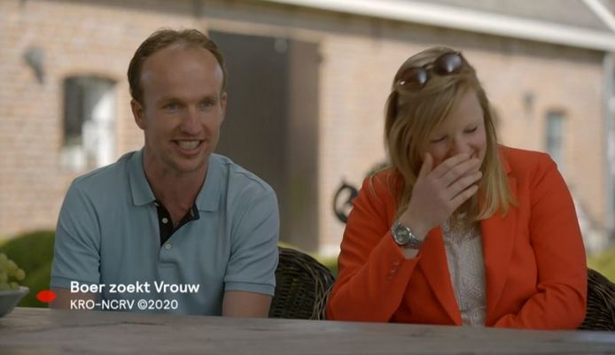 Boer Ronald zit samen met Eveline aan tafel bij Yvon Jaspers.
