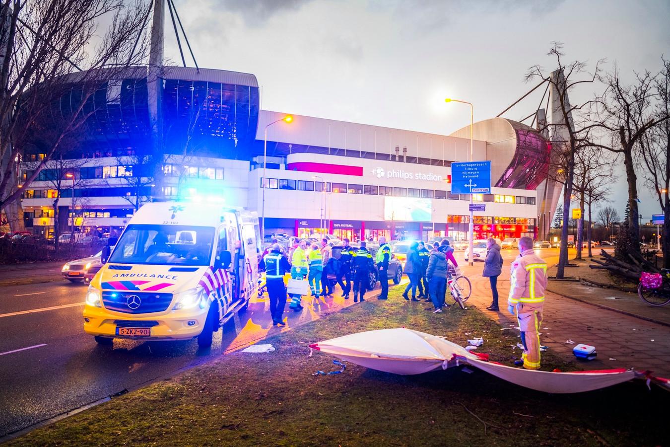 Een man raakte dinsdagavond zwaargewond op de Vonderweg in Eindhoven na een aanrijding.