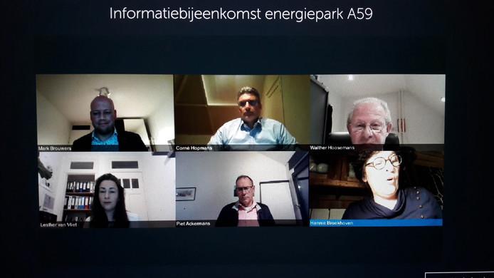 Beeld uit eerste virtuele vergadering van de gemeenteraad van Oosterhout met voorzitter Walther Hoosemans (Gemeentebelangen) rechtsboven en Hannie Broekhoven (GBV) rechtsonder.