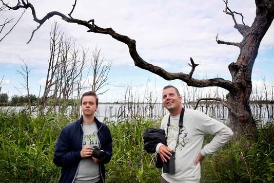 Foto links: Illustrator Stef den Ridder en auteur en boswachter Thomas van der Es.