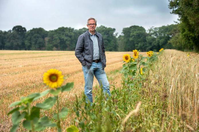 John Smits van landgoed Quadenoord, op de plek waar de beoogde zonnepanelen op Quadenoord (zouden moeten) komen. Verschillende verenigingen komen in actie tegen het zonnepark.