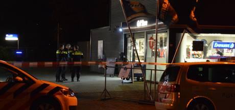 Medewerker tankstation Lelystad werd bedreigd met vuurwapens