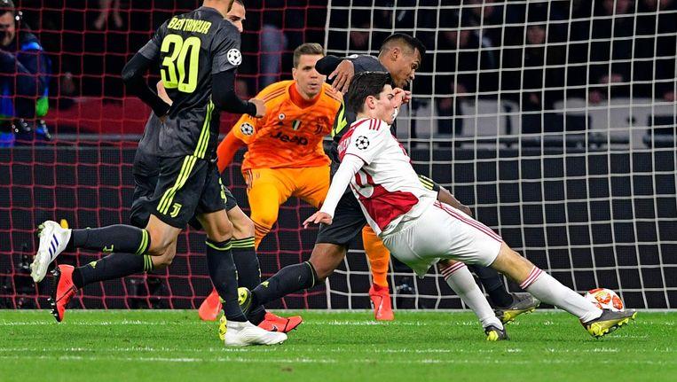 Debutant Ekkelenkamp schiet Ajax bijna op voorsprong. Beeld ANP