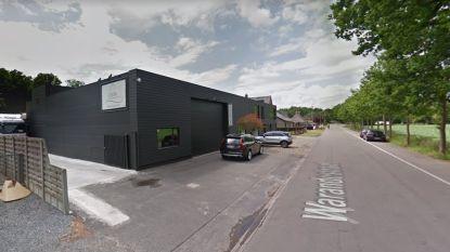 Torhout wil gebouwen van meubelbedrijf Leda kopen en zo veilige toegang tot speelplein De Warande maken