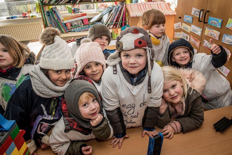 De 5-jarige Roan Oosterlinck (midden) nam het initiatief op school voor de klimaatmars.