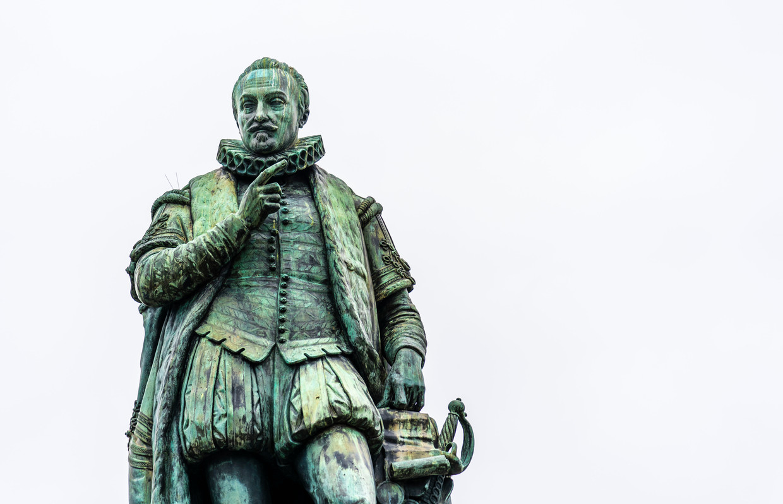 Het standbeeld van Willem van Oranje op het Plein in Den Haag. Beeld Freek van den Bergh