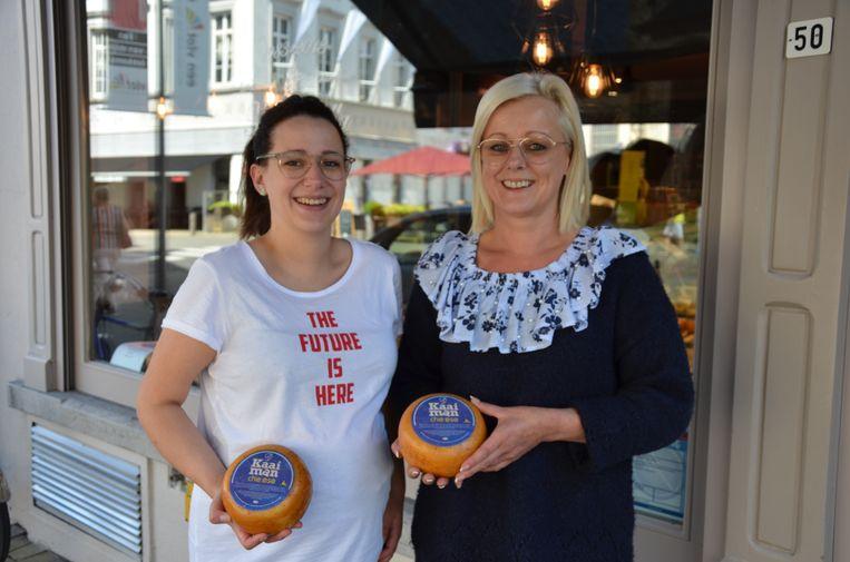 Nancy en haar dochter Laurence verkopen de Kaaiman Cheese exclusief bij Mozzarella.
