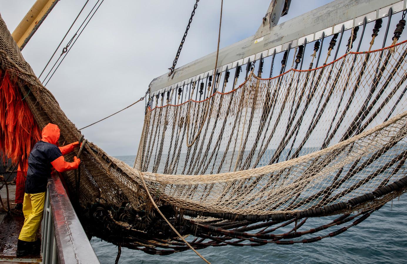 Pulsvissers op de TX38 aan het werk. Het Europees Parlement stemde vorig jaar voor een totaalverbod op pulsvissen.