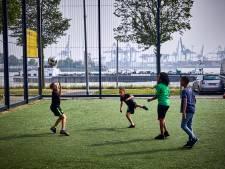 In de wijk van Wijnaldum: 'Als je het hier redt, schop je het ver'