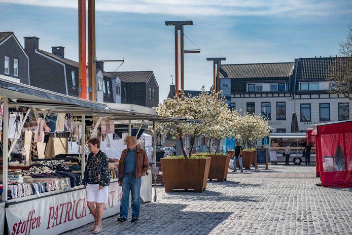 De weekmarkt in de Terneuzense binnenstad.