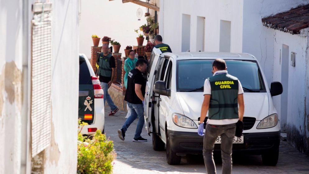 """Spaanse politie houdt klopjacht op Belg na moord: """"Ik vond mijn zus dood in haar bed. Gruwelijk toegetakeld"""""""