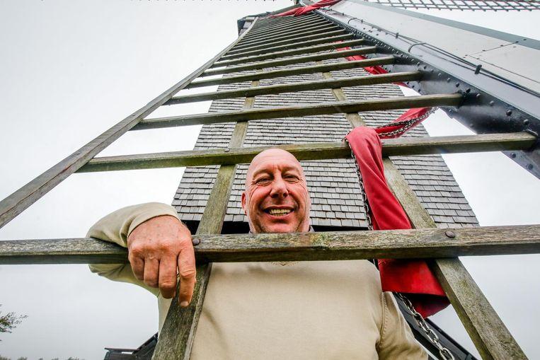 Patrick Geryl is de laatste beroepsmolenaar van België. Hij maalt er al 30 jaar graan. Nu zondag opent hij de deuren van het gebouw voor Open Monumentendag.