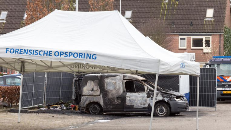 De uitgebrande auto waarin in maart het onthoofde lichaam van Nabil Amzieb werd gevonden. Beeld anp