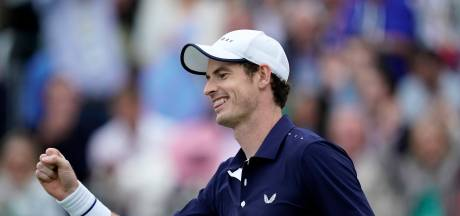Andy Murray viert rentree met dubbelzege op Queen's