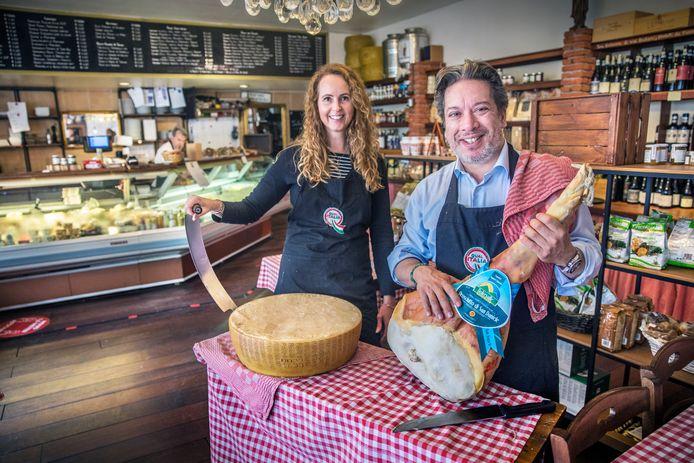 Fabio Cappellano en Angela de Haan van restaurantwinkel Il Tartufo in Delft.