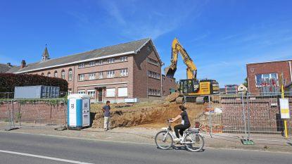 Bouw van nieuwe school Sint-Vincentius van start: oude schoolmuur deels gesloopt