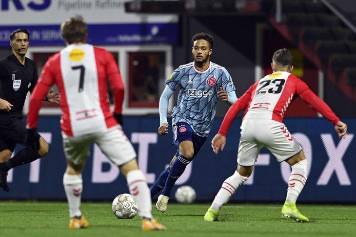Devyne Rensch bij zijn debuut, afgelopen zaterdag, in Ajax 1.