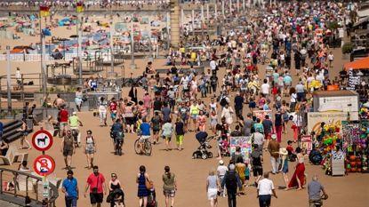 Meer dan half miljoen dagtoeristen trokken dit weekend naar de kust, onder wie 130.000 via spoor