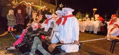Kerstengeltjes en kabouters stelen de show in sprookjesbos in Hengelo