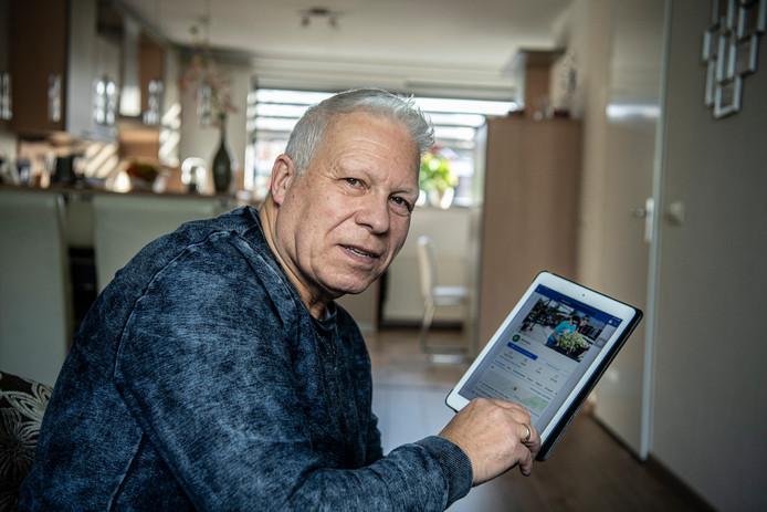 Harry van Deelen (70) heeft Facebook en drie Twitter-accounts. 'Je moet sommige zaken wel gescheiden houden hè, haha.'