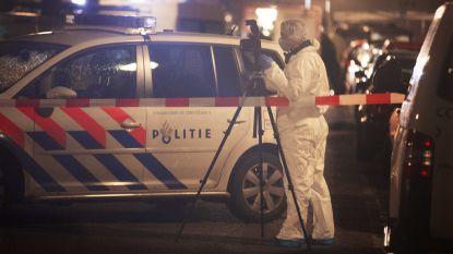 Gemaskerde en gewapende mannen dringen jongerencentrum in Amsterdam binnen: één dode en twee gewonden