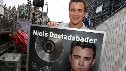 Niels Destadsbader verrassingsact op Antwerp Pride