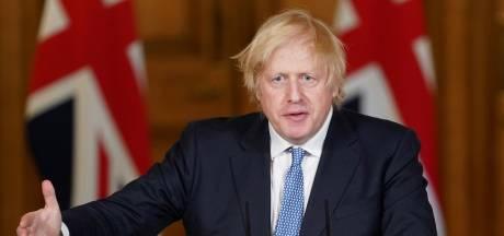 Boris Johnson accuse les maisons de retraite de négligence et provoque l'indignation