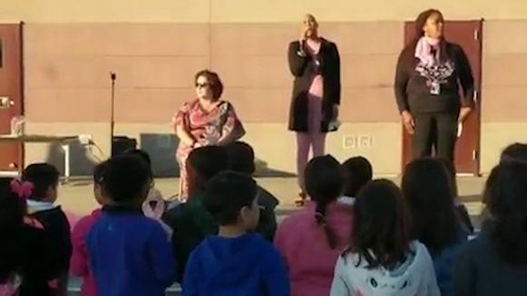"""De 500 leerlingen van een basisschool in Californië ontroerden hun zieke directrice met een cover van """"Lean on Me""""."""