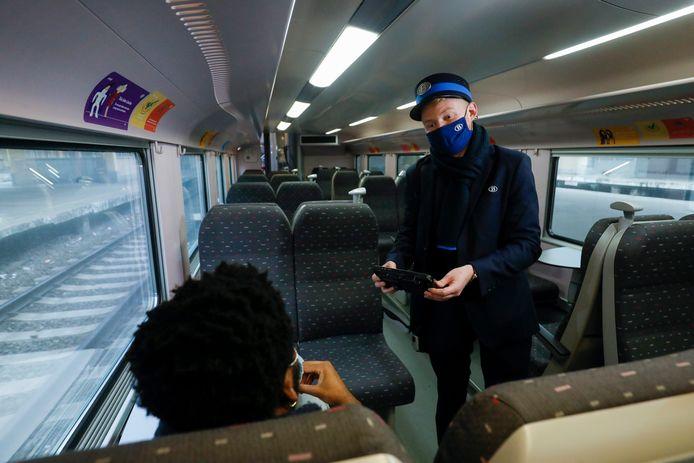 Le pass devra être complété préalablement sur le smartphone et sera présenté à distance à l'accompagnateur de train.
