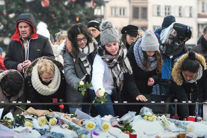 De slachtoffers van de terreuraanslag in Straatsburg zijn zondag herdacht in het centrum van de stad.