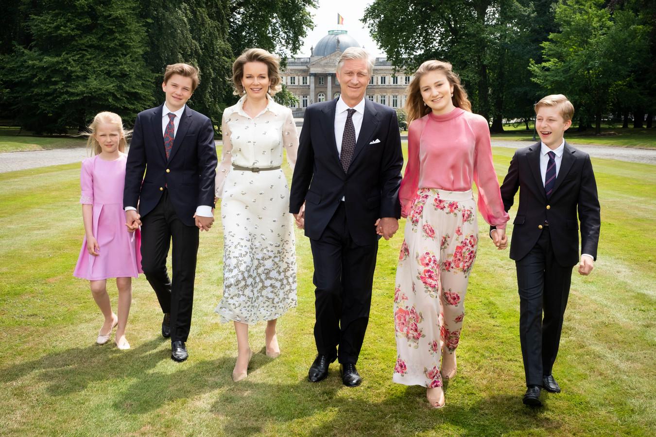 Koning Filip, koningin Mathilde en hun kinderen.