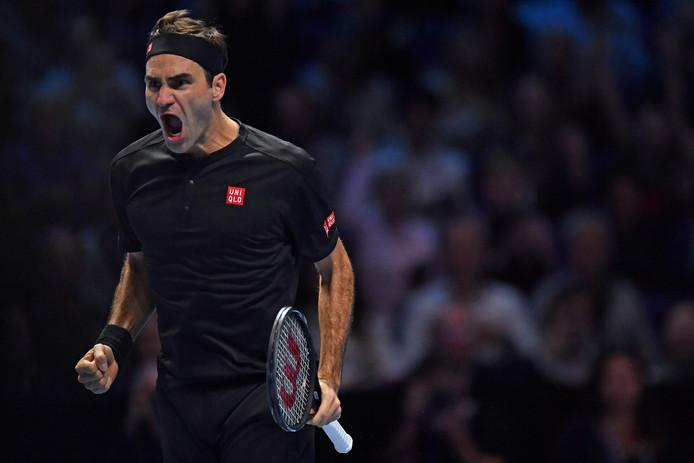 Roger Federer peut exulter: il a pris sa revanche sur Novak Djokovic et s'est qualifié pour les demi-finales du Masters.