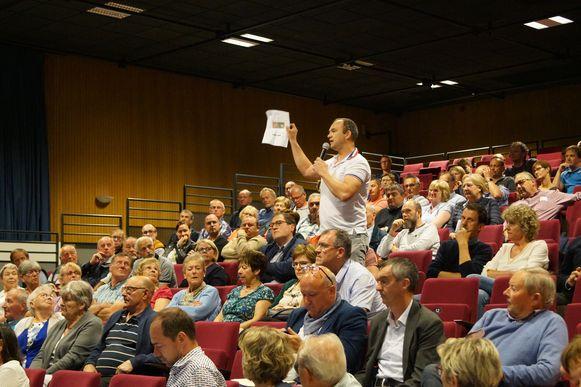 Honderd buurtbewoners lieten hun ongenoegen blijken op de infovergadering van Kipco-Damaco.