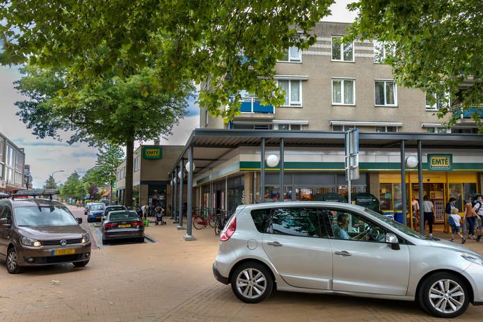 Automobilisten moeten wennen aan de gewijzigde verkeerssituatie op het Moleneindplein in Vught.