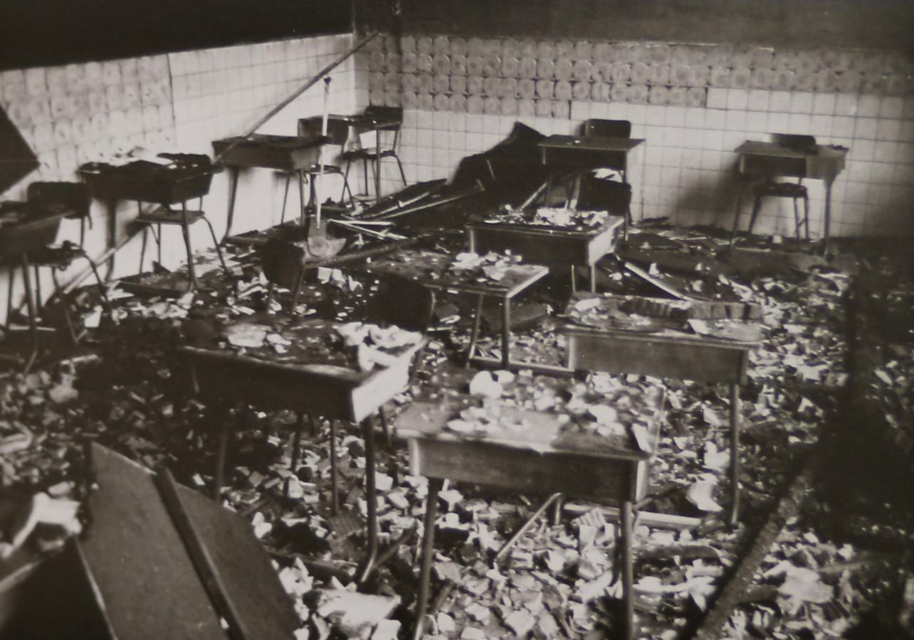 Ook dit klaslokaal werd volledig vernield.