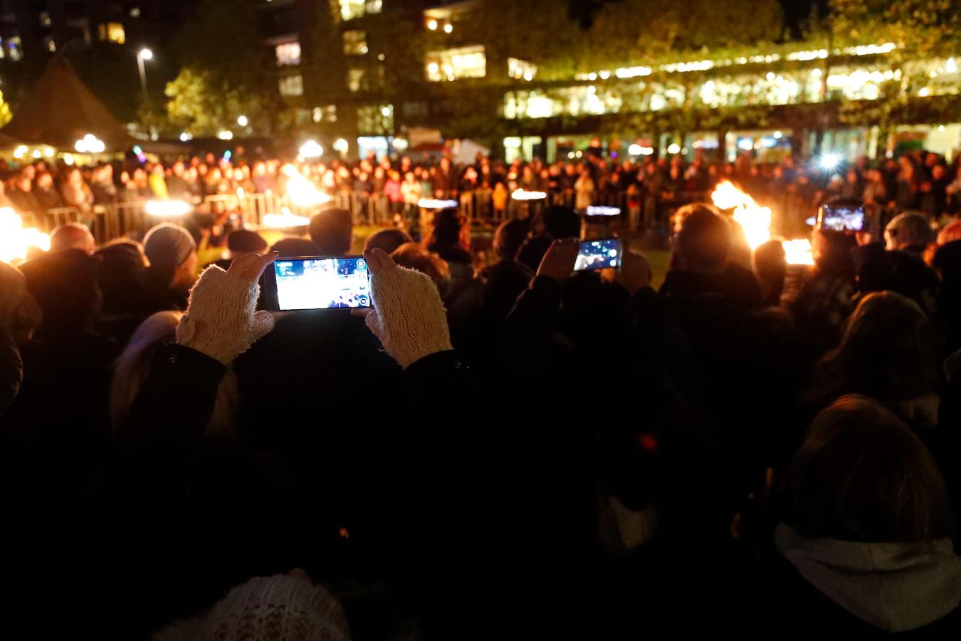 Grote drukte en veel mobieltjes tijdens Glow in Eindhoven.