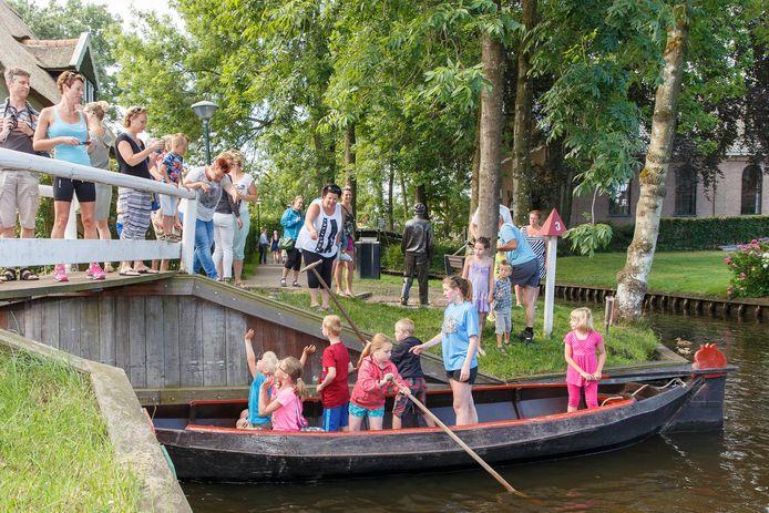 De traditionele start van Kindereiland, in een punter naar het eiland in het Bovenwiede.