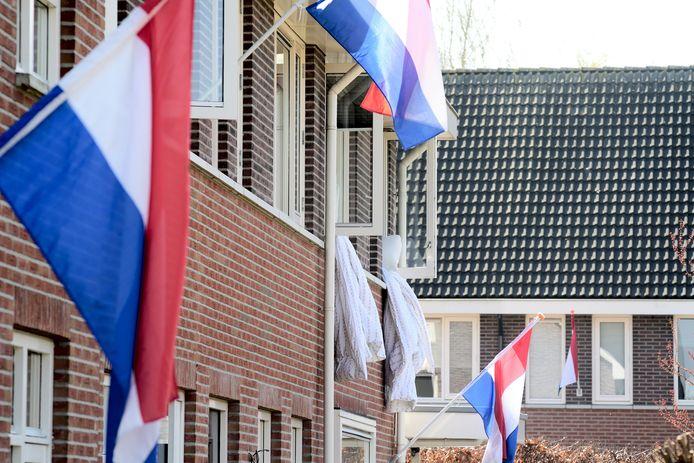 De vlag uit op de dag dat Bergentheim 75 jaar bevrijd is. Naast het beddengoed.
