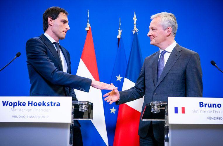Minister Wopke Hoekstra van Financiën en zijn Franse ambtgenoot Bruno Le Maire geven een persconferentie.  Beeld Freek van den Bergh