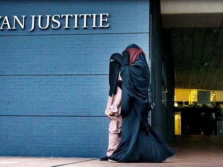 Honderd jihadistische vrouwen in Nederland mogelijk tikkende tijdbom