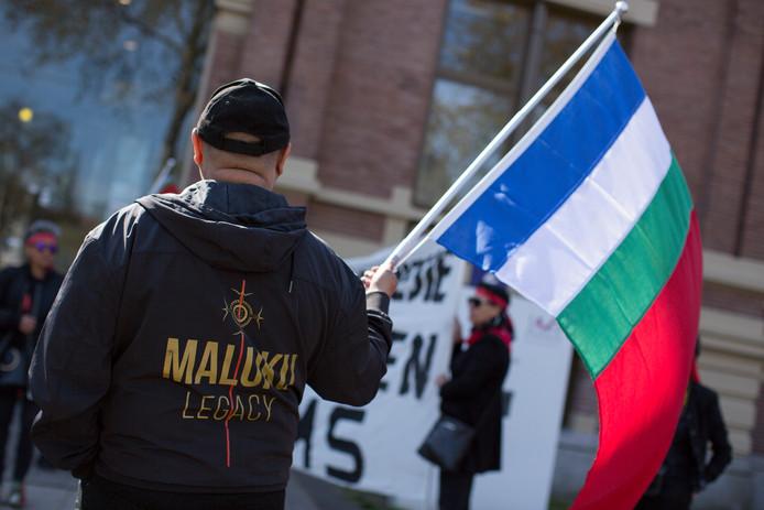 Molukse vlaggen bij de rechtbank in Zutphen, donderdagochtend.