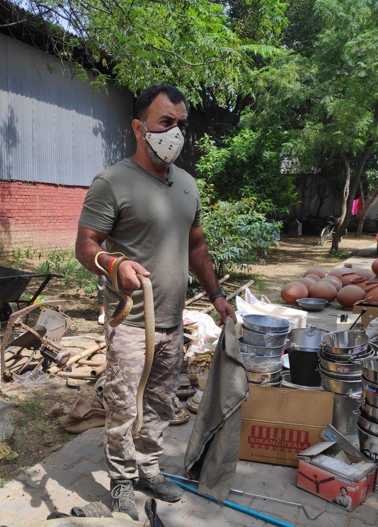 Anil Gandass: 'Wij kunnen huizen bouwen, maar de slangen zullen het nog steeds als hun plek zien.'   Beeld aletta andre