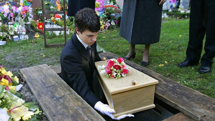 De begrafenis van het meisje