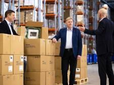Trump zet oorlogswet in voor beademingsapparaten Philips